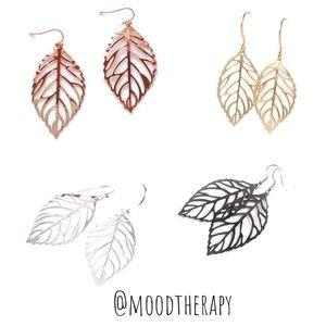 🍃 Small Filigree Leaf Earrings